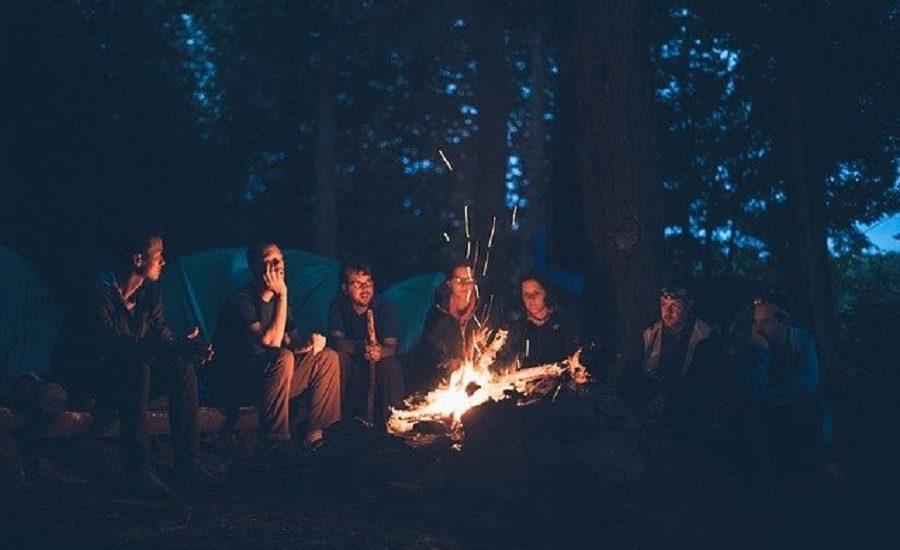 Faire du camping entre amis
